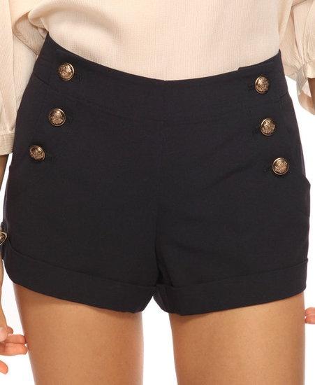 Los pantalones cortos de talle alto son negro. Yo empieza llevar los pantalones…