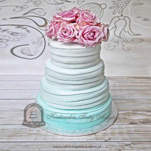 14BW Tort ombre miętowy z żywymi kwiatami. Multi-tier wedding ombre cake with flowers  🌹🌹🌹.