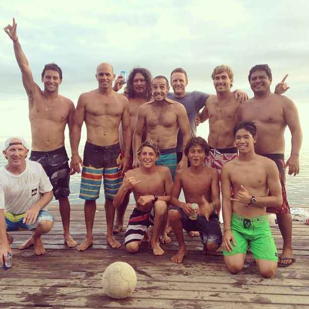 Post Tahitian soccer match at Raimanaworld : Jeremy Flores, Leonardo Fioravanti, Kelly Slater, Aritz Aranburu, Travis Logie final score 10 to 8 it was big afternoon - 19/08/2012  #surf: Surfing Skating, Surfing Champions, Finals Score, Posts Tahitian, Logi Finals, Skating Surfing, Jeremy Flore