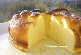 Gâteau au fromage blanc Fouettez 3 j oeuf + 180g de sucre et 2 cuil spe maizena. + 1 sachet de préparation pudding vanille (marque IMPERIAL, pudding powder) +fromage blanc (850g). Terminer en incorporant 3 blancs en neige. 30 min 180° degrés puis baisser t°: la durée totale de cuisson est de une heure Pour que le haut du gâteau ne noircisse pas, disposez une feuille de papier aluminium sur le gâteau en milieu de cuisson Source: Recette de Gâteau au fromage blanc (www.lesfoodies.com)