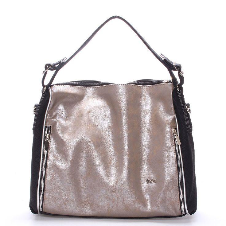 #seka #novinka Luxusní měkká antracitová kabelka z odlehčeného materiálu. Dopřejte si trochu luxusu za rozumnou cenu. Tato praktická, ale zároveň luxusní kabelka přes rameno nemá konkurenci. Uvnitř je nedělený prostor s postranními kapsičkami. Popruh je samozřejmostí a díky němu můžete kabelku nosit crossbody.