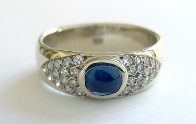 Sapphire With 28 Diamonds 14kt Ring