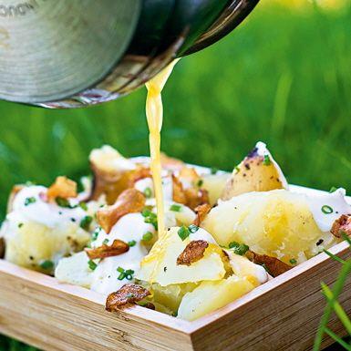 Glödbakad potatis med rökig gräddfil och brynt smör