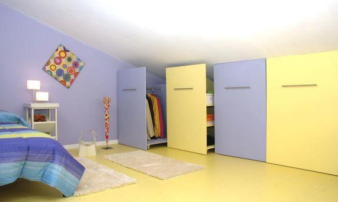Hoy en esta tarea de bricomanía os sugerimos la construcción de unos armarios móviles bajo techo adaptadosal espacio disponible y al ángulo de la pared.