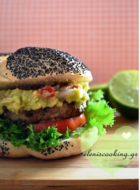 Chicken burgers with guacamole Μπιφτέκια Κοτόπουλου με Γουακαμόλε