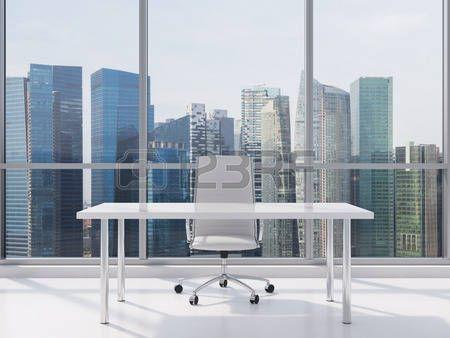 posto di lavoro di ufficio con tavolo e sedia photo