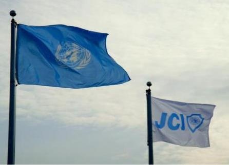 JCI es una ONG de alcance internacional con participación activa en el sistema de las Naciones Unidas (ONU). Dentro de este contexto, la JCI mantiene relaciones con la Oficina del Secretario General de la ONU (Secretaría) y relaciones de carácter consultivo con el Consejo Económico y social de la ONU (ECOSOC).  JCI ha establecido acuerdos de cooperación con el Pacto Global de la ONU; la UNESCO, UNCTAD, OPS, la CONGO; UNICEF; la ICC, el Consejo de Europa; la AIESEC Internacional, y…