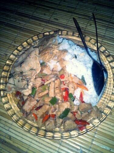 Big portion lunch | tumis tempe gembos pedes lv.5 + peyek teri | Karena ga makan pagi. :D
