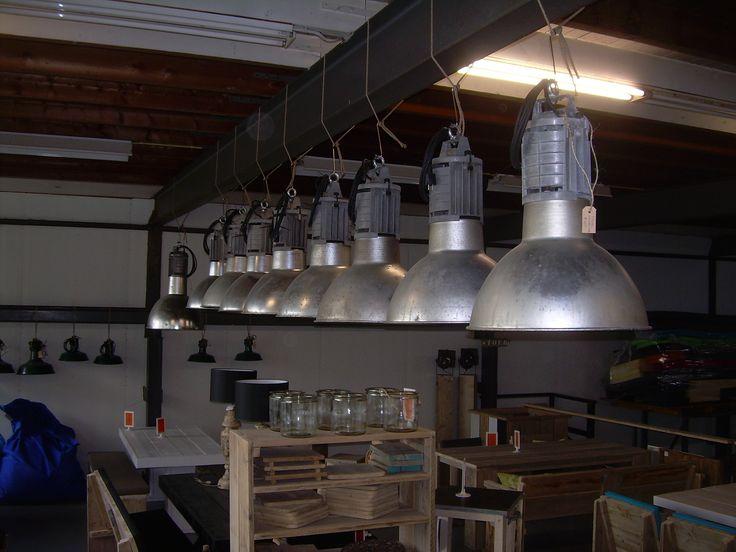 echte oude industrie lampen in onze showroom nog vele diverse soorten verkrijgbaar leven in. Black Bedroom Furniture Sets. Home Design Ideas