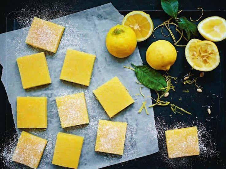 """De här godbitarna med mycket citronsmak går nästan lika snabbt att göra som de går att äta. Den krämiga fyllningen smälter i munnen…Recept ur boken """"Delic"""
