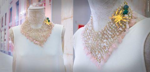 ¿Ya tienes preparada la maleta para irte de vacaciones? Acércate a #inmoss Murcia y coge ideas!! 💎 👗 👜 Collar de hilo de latón, adornado con ágatas y cuarzo rosa. Pieza de latón bañado en oro de 24k. Pedidos y consultas a: contacto@isesoldevila.com www.isesoldevila.com 📲 #collar #malla #agatas #cuarzo #rosa #araña #moda #diseño #inmoss & #isesoldevilajoyas #piezasunicas #summertime #outfit