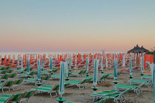 #DoYouLikeMyPhoto?    https://pixabay.com/it/spiaggia-ombrelloni-tramonto-mare-826955/