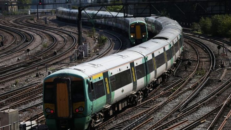 Southern rail deal is 'shocking betrayal', RMT union says - BBC News