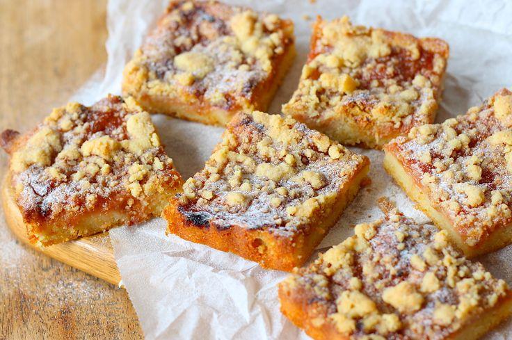 Rabarber cake met een kruidige crumble // Francesca Kookt