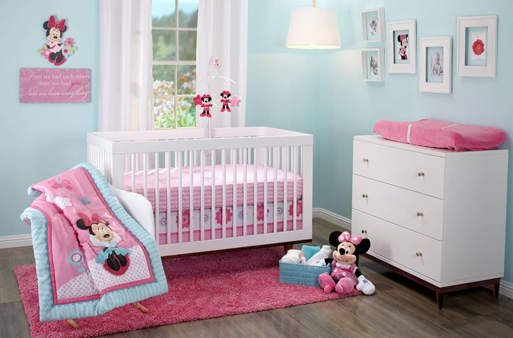Love this Minnie Mouse Happy Day 3-Piece Crib Set!