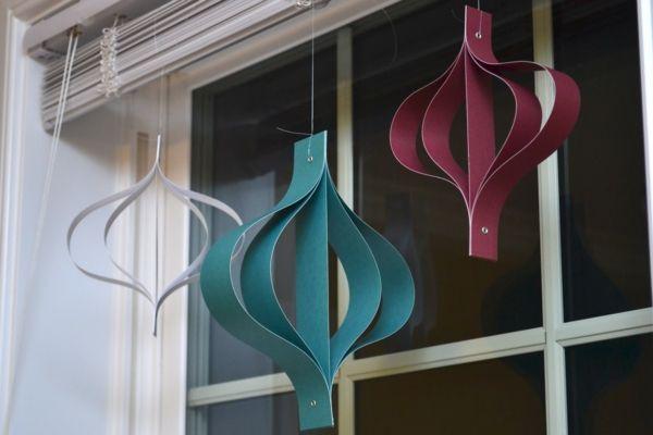 dekoideen-fürs-fenster- DIY schmuck- in drei farben - 27 interessante Vorschläge für Fensterdeko