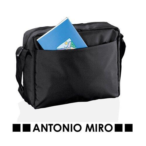 Bandolera Layres de nylon de marca Antonio Miro, tiene un bolsillo acolchado para el pirtátil. Se puede personalizar con el logo de su empresa y regalar en congresos. #regalospublicitariosbaratos #regalospromocionales #articulospublicidad #regalospersonalizadosbaratos #merchandisingparaempresas