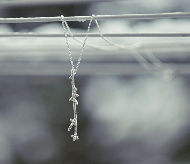 život+po+Tobě...+AG+náhrdelník+kvetoucí+Náhrdelník+podle+mého+návrhu,+kompletně+vyrobený+ručně.+Něžné+jemné+květinky+symbolizují+to,+co+se+nám+stane,+když+láska,+čistá,+pravá+a+silná+přijde+z+nenadání+do+našich+životů....+kvete+všude+-+v+každém+věku+-+mezi+různými+lidmi....+a+navždy+změní+život+člověka.+ještě+nyní+vhání+slzy+do+očí...+:)+Může...
