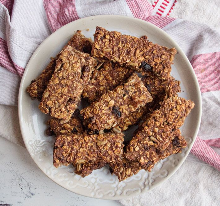 Date and Oat Bars - deliciously ella. Makes an amazing chewy bar. 10 medjool dates is 200g. Try slightly less dates next time as could cope with being less sugary. Only use half the recipe as it makes two pans worth.