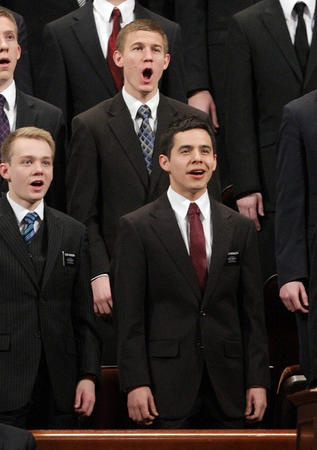 David Archuleta with MTC Choir ♥ and this just makes him 40billion times more attractive :)