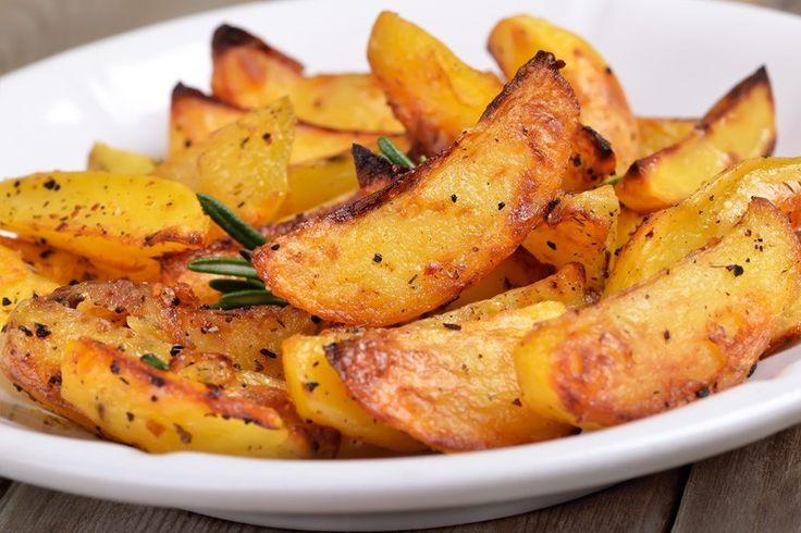 Le patate croccanti all'aglio sono semplici ma ricche di gusto al tempo stesso. Una preparazione semplice ed un risultato che conquisterà tutti. Ecco la ricetta
