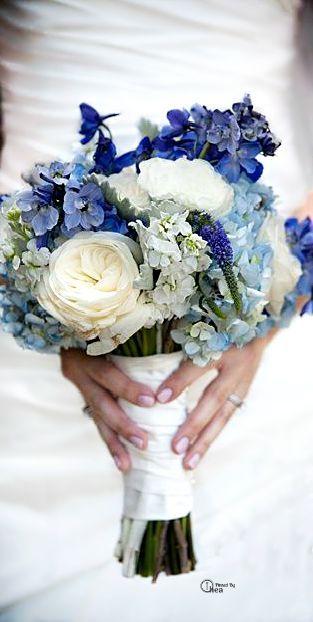 bouquet de fleurs bleu pour le mariage                                                                                                                                                     Plus