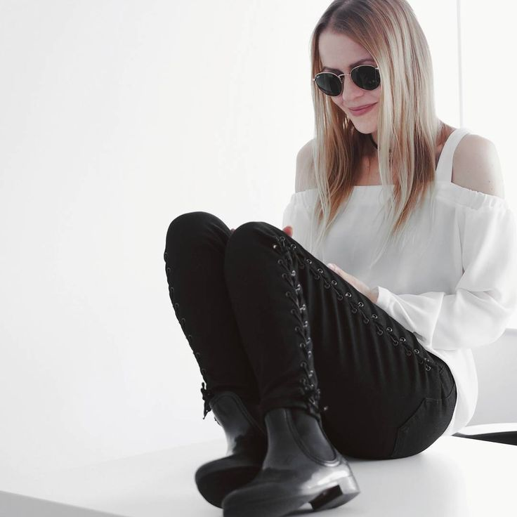 "174 Likes, 6 Comments - Gabriella Buzas (@epicstreetstyle) on Instagram: ""DID I JUST PULL OFF OFFICE TO FESTIVAL? In the rain ☔😄 new on epicstreetstyle.com . ."" black lace-up jeans white cold shoulder top chelsea wellies ray-ban minimal monochrome outfit look wiw whatiwore outfitinspo @topshop @newlookfashion @raybanofficial"