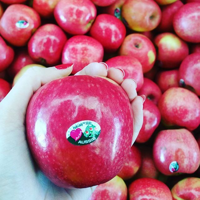 #didyouknow 🍎🍏🍑🌷 Apples, peaches and raspberries are all members of the rose family. #rose #apples #peaches #raspberries #mythbusted #mindblown #funfact #freshproduce #eathealthy #carterandspencer #brisbanemarkets