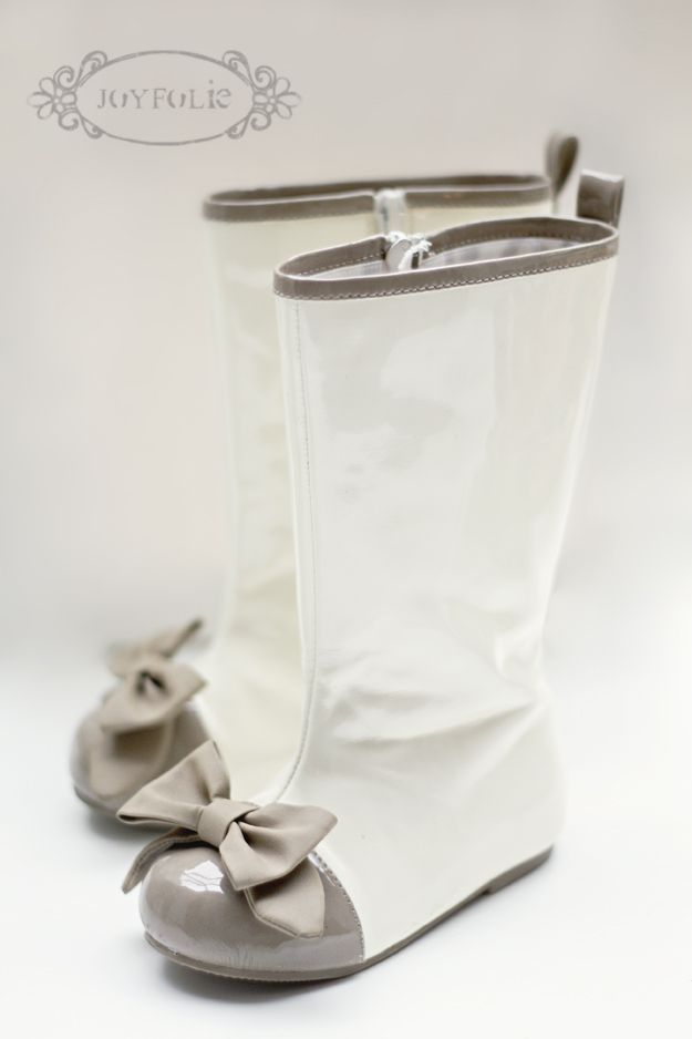 Rainboots with bows @Meggie Bennett. So cute for our little girls.