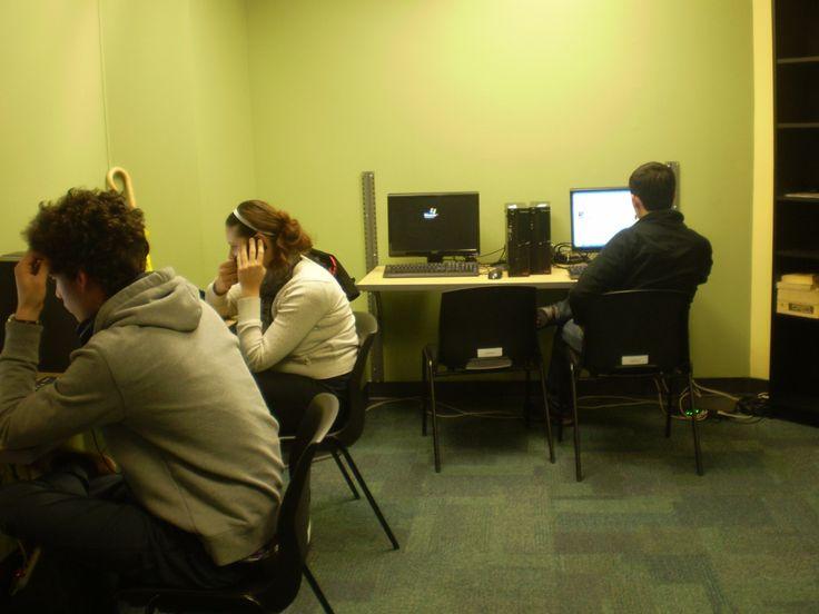 コンピューター室です。日本語の使用が出来るため、日本のご家族やお友達にもメールが打てます。Tamwoodの詳しい情報はこちらから☆http://www.vc-ryugaku.com/school/lang/s14.html