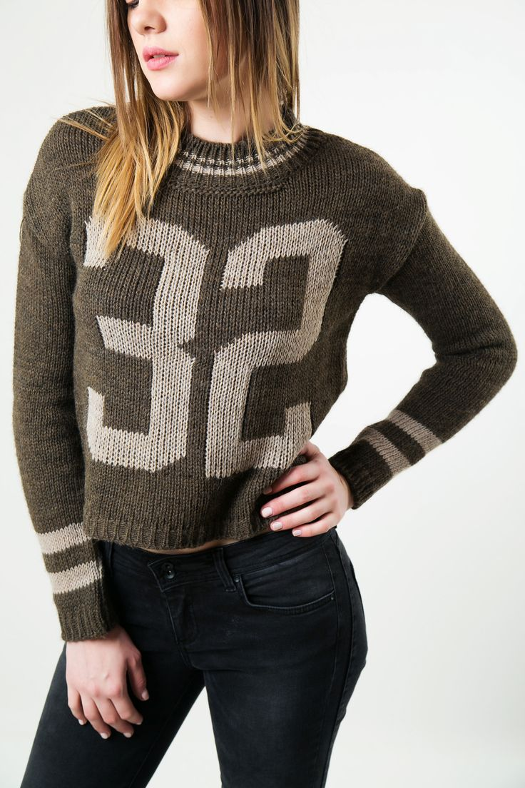 Knitted blouse with round neck and long sleeves. Ribbed collar, hem and cuffs. http://www.modaboom.com/clothes/knitwear-tops/kafe-plekti-mplouza-32/