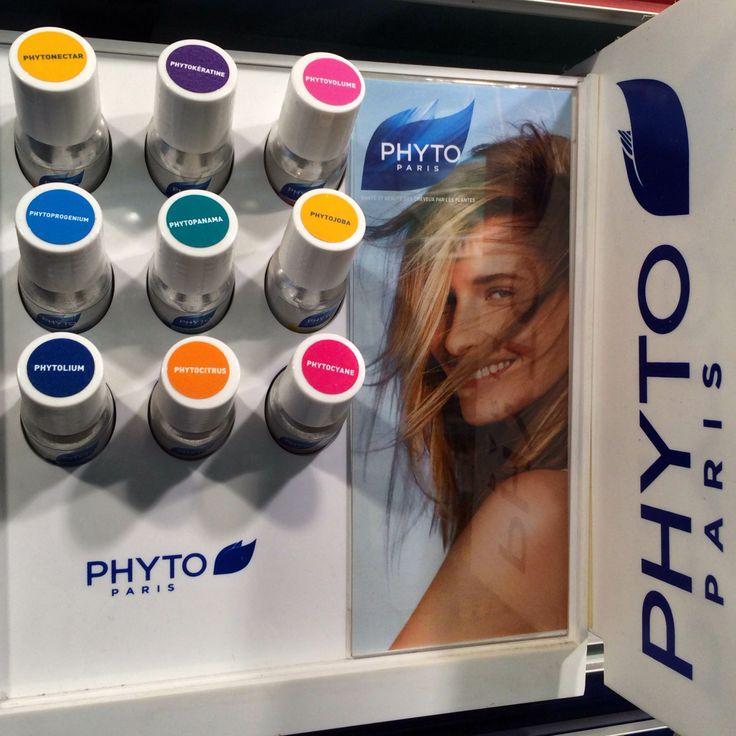Η PHYTO Paris δημιούργησε μία ολοκληρωμένη σειρά από σαμπουάν, με πρωτότυπες φυτικές φόρμουλες που ικανοποιούν τις ανάγκες κάθε τύπου μαλλιών.  Βρες το σαμπουάν που ταιριάζει στο δικό σου τύπο μαλλιών, στα Phyto Hair Beauty Places μέσα σε επιλεγμένα Φαρμακεία, στα Hondos Center και στα Carelabs by Attica!