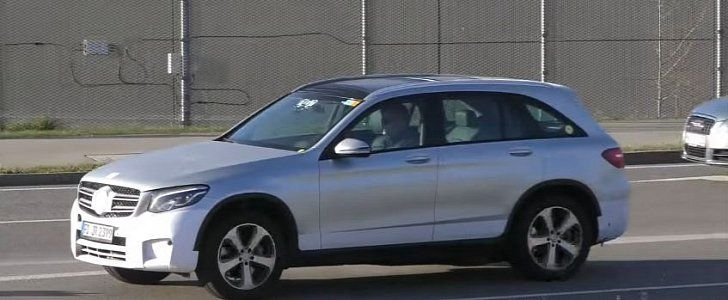 Mercedes GLC F-Cell Spotted in Traffic, Plug-In Fuel Cell Vehicle Seems Ready