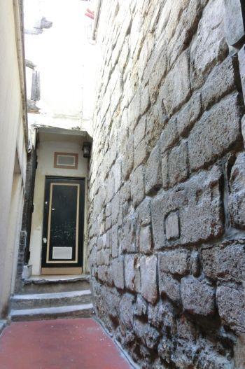 Restes de la Muraille de Philippe-Auguste. 47 rue Descartes Paris 75005. ©GB