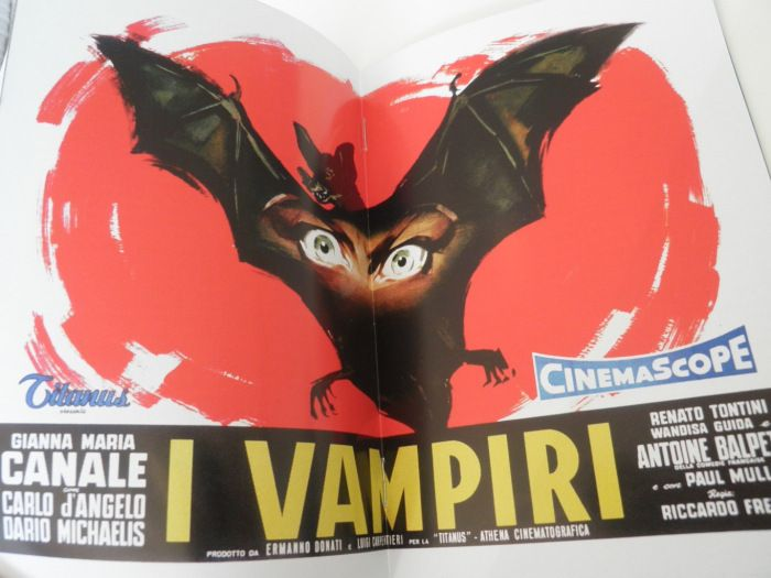 Interior del libreto del DVD de Los vampiros