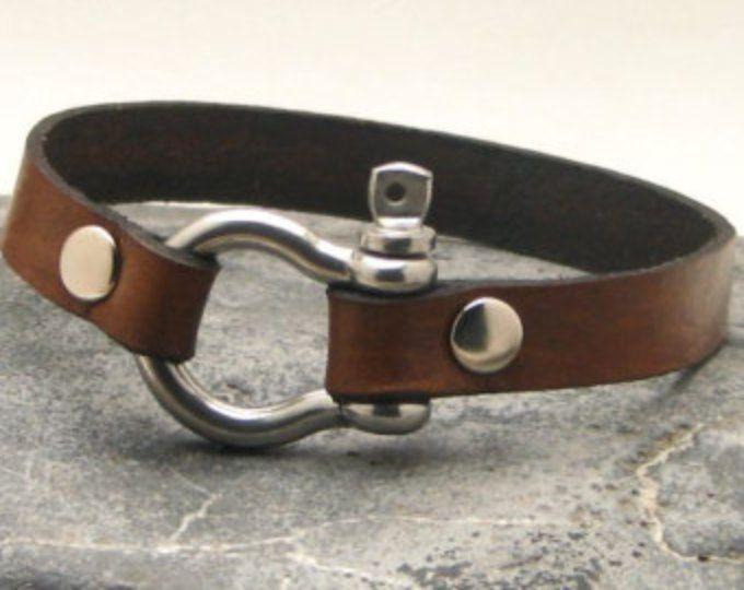 Pulsera de EXPRESS SHIPPING cuero pulsera de cuero marrón brazalete de hombres con broche de plata Herradura plateado. Regalo para día del padre.