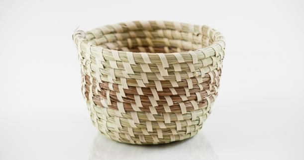 How To Weave A Sweetgrass Basket : How to weave sweet grass baskets use newspaper yarn