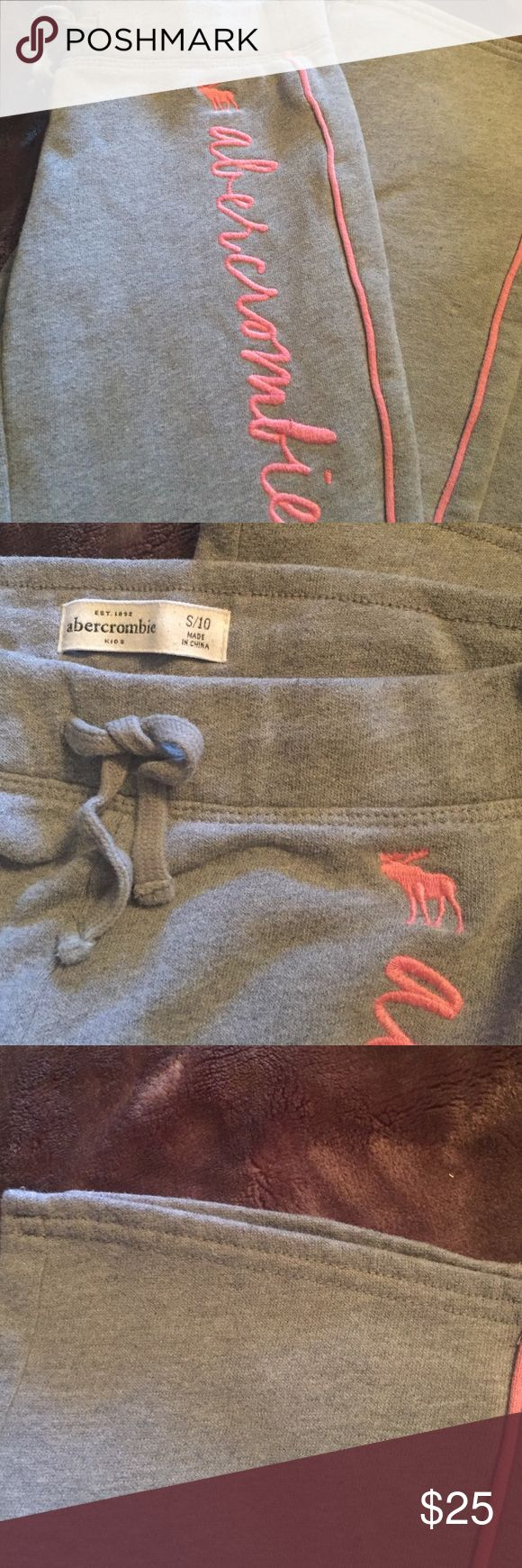 Abercrombie girls sweat bottoms, size 10 Little girls Abercrombie sweat bottoms.  These are adorable in size 10 and in great condition. abercrombie kids Bottoms Sweatpants & Joggers