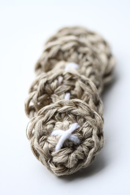 Crocheted Buttons Tutorial and Pattern