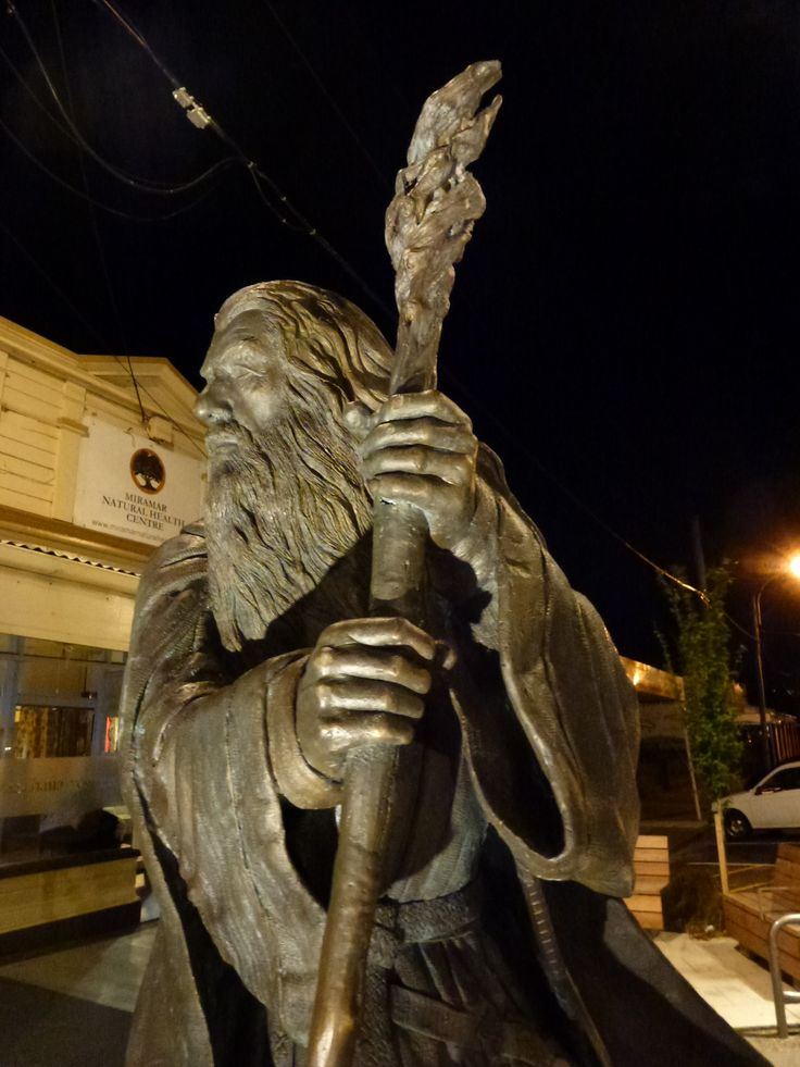 Gandolf statue, Miramar Town Centre, uplighting by Weef LED gimbal ingrounds. Lighting design and aiming by S&T Lighting. Note how the shadowing highlights the dstatue detail and provides depth to it