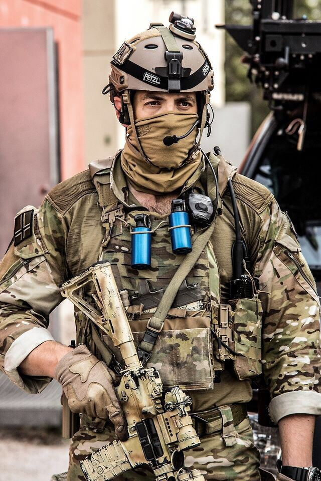 NOTE pouches, pouch placement, face mask