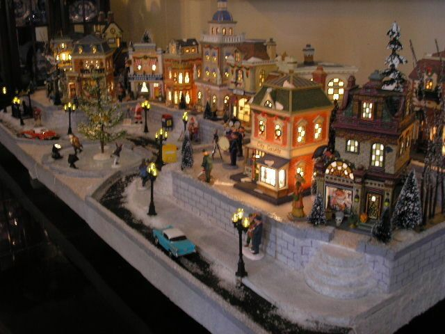 Dept 56, Lemax Display Platform! Town Center!  Christmas in the City! Beautiful