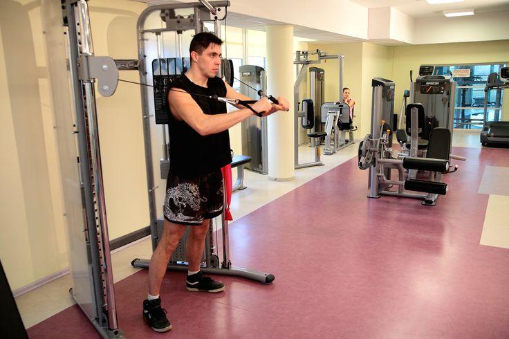 """Ćwiczenia siłowe w nowoczesnej siłowni w Klinice Uzdrowiskowej """"Pod Tężniami"""" #muscle #fitness #klinika #Ciechocinek #sanatory #health"""