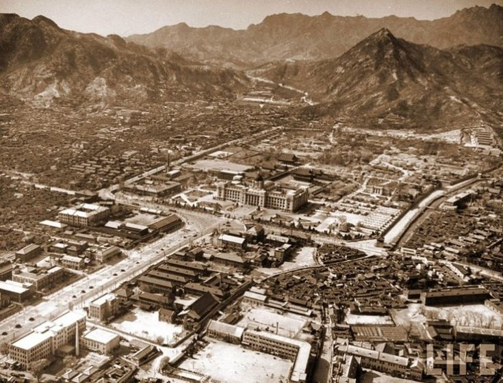 Aerial view of Gyeongbok Palace grounds and the Japanese Imperial HQ Building 1930s 경복궁(景福宮)의 어제와 오늘