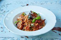 Jamies sizilianische Spaghetti alla Norma mit Aubergine, Kapern und Basilikum