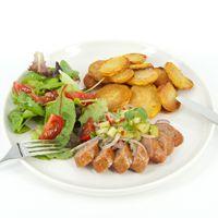 Gegrilde worst met meloensalsa en aardappelen