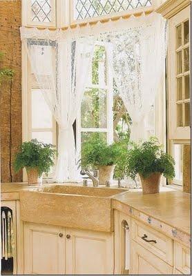 french kitchenBays Windows, Corner Sinks, Kitchens Windows, Lace Curtains, Kitchen Sinks, Farmhouse Sinks, Windows Treatments, French Windows, Kitchens Sinks