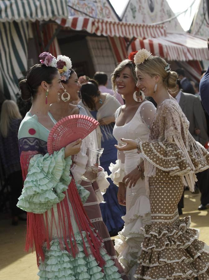 prohibido latín trajes en Alicante