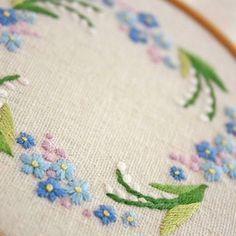 2017.1.21 . 勿忘草と鈴蘭 . . #刺繍#手刺繍#ステッチ#手芸#embroidery#handembroidery#stitching#자수#broderie#bordado#вишивка#stickerei#花の刺繍