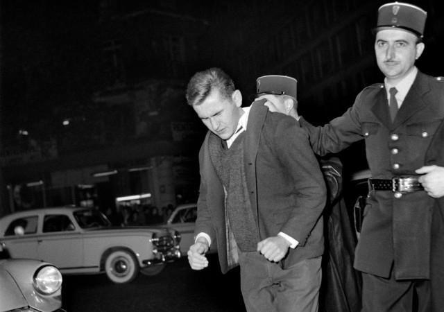 L'état d'urgence a été voté en 1955, pendant la guerre d'Algérie. Rappelant à ses opposants de l'époque le régime de Vichy, ses conséquences furent terribles. Comment ne pas craindre qu'elles le soient une nouvelle fois aujourd'hui?